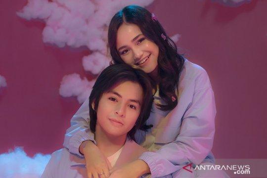 "Angga Yunanda & Syifa Hadju tampil manis di video musik ""Cinta Hebat"""