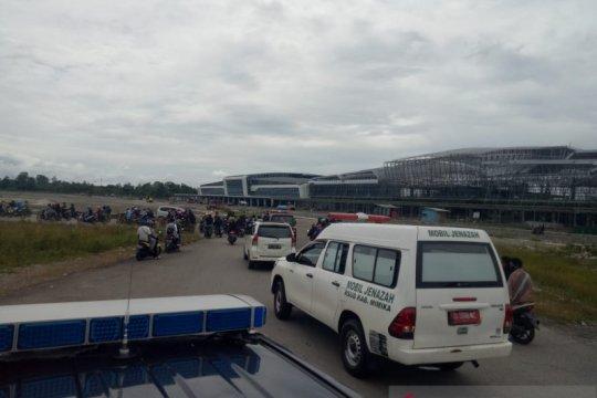 Jenazah 2 guru korban penembakan KKB dievakuasi ke Timika