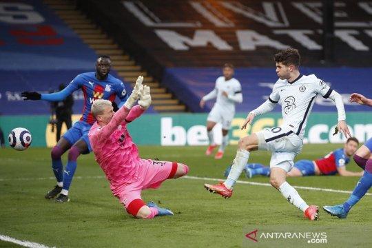 Chelsea kembali ke empat besar selepas menang besar di Palace