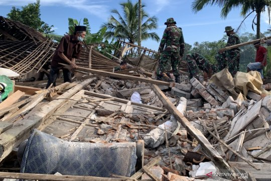 Kecamatan Ampelgading wilayah terdampak gempa paling parah di Malang