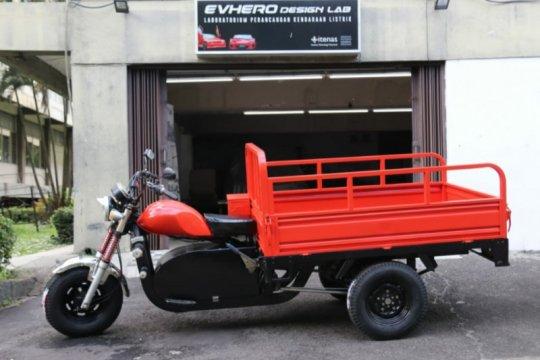 Itenas Bandung kenalkan konversi kendaraan roda tiga tenaga listrik
