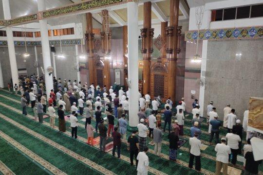 Tarawih pertama di Masjid Agung Al Furqon Bandarlampung patuhi prokes