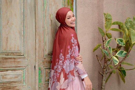 Dewi Sandra hingga Fenita Arie fokus baca Al Quran Ramadhan ini