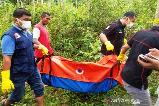 Polisi evakuasi temuan kerangka manusia ke RSUD Nagan Raya Aceh
