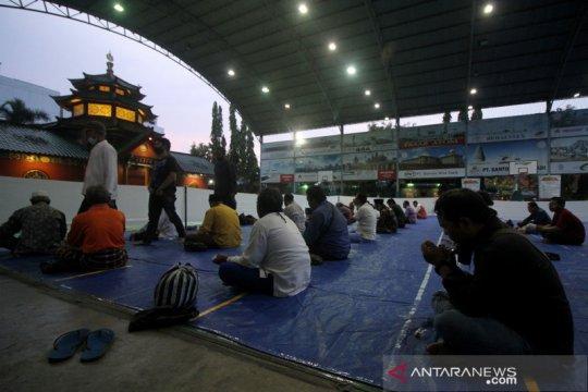 Buka puasa di Masjid Muhammad Cheng Ho Surabaya