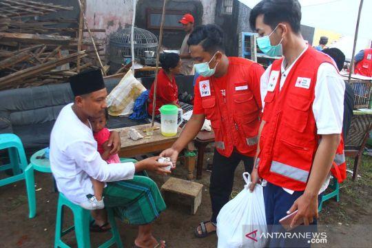 Korban gempa di Malang buka puasa hari pertama Ramadhan di pengungsian