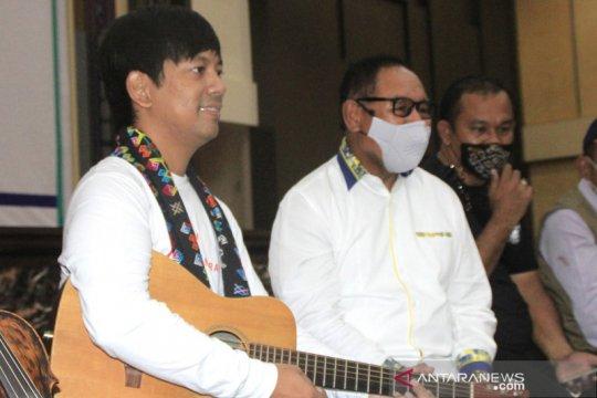 Dukungan musisi Ryan D'Masiv bagi korban bencana alam di NTT