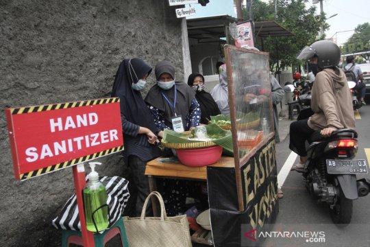 Berburu makanan untuk buka puasa di Kampung Ramadan Jogokariyan