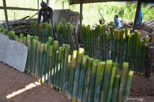 Lemang bambu, kuliner khas di bulan Ramadhan
