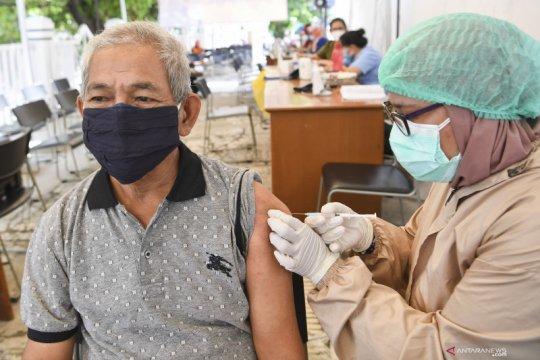 Riza: Satu pengantar divaksin setelah antar lansia ikuti vaksinasi