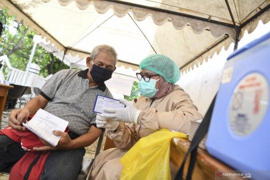 Vaksinasi lansia di Jakarta Utara tetap berlangsung selama Ramadan