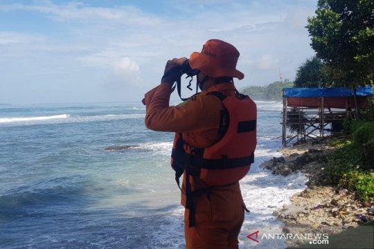 Petugas cari wisatawan yang sudah tiga hari hilang di laut Pangandaran