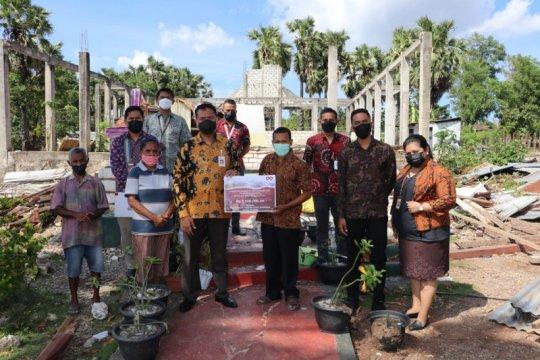 OJK NTT bantu perbaikan rumah ibadah rusak akibat badai Seroja