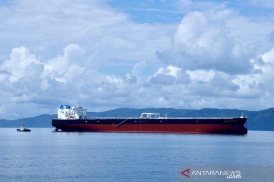 Kapal tanker raksasa pengangkut minyak Pertamina tiba di Indonesia