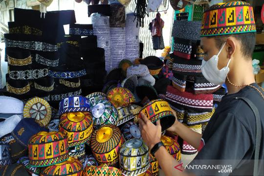 Kupiah meukutop Aceh laris manis saat Ramadhan
