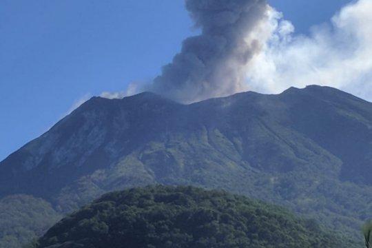 Gunung Ili Lewotolok erupsi setinggi 1.000 meter