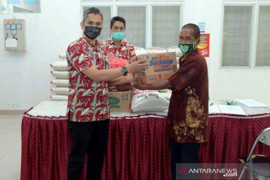 Warga ODKB di Boyolali terima bantuan paket sembako Rp1 juta