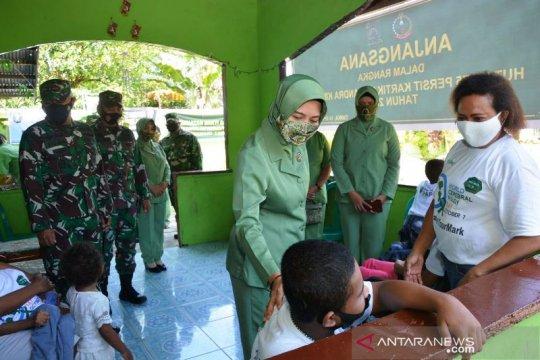 Kodim Mimika bersama Persit beri bantuan sembako anak berkebutuhan khusus