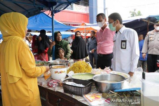 BPOM pastikan takjil di pasar pabukoan Pariaman aman konsumsi