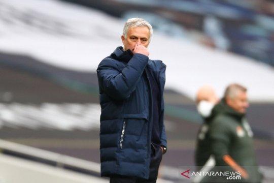 Mourinho utamakan empat besar ketimbang juarai Piala Liga