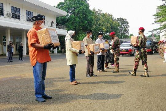 Kopassus peringati HUT ke-69 bagi 6.900 sembako kepada warga binaan
