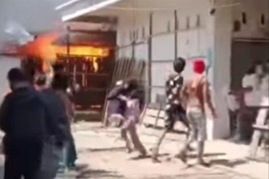 10 los di Pasar Campalagian Polman terbakar