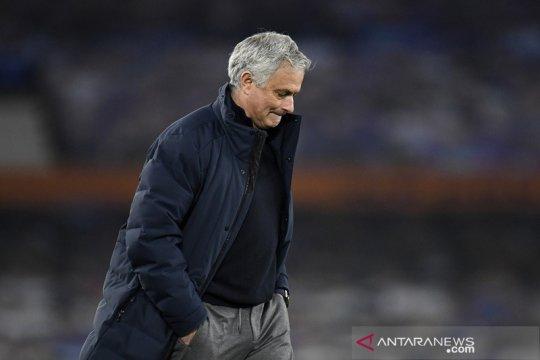 Spurs 'gila' pecat Jose Mourinho sebelum final Piala Liga