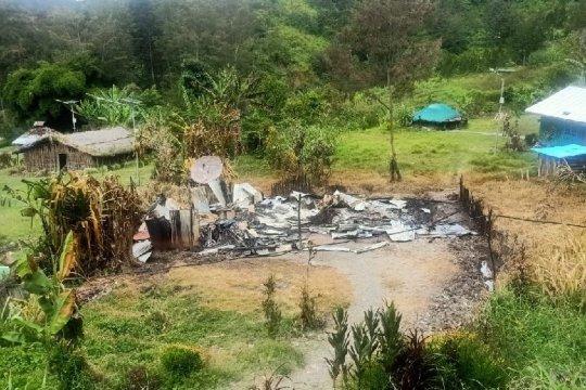 Kelompok bersenjata bakar rumah kepala suku dan guru di Beoga Papua