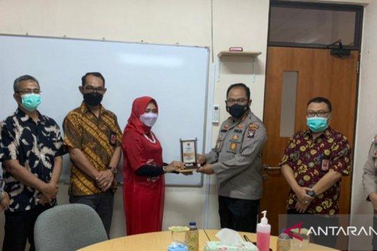KPU Batam beri penghargaan kepada Kapolresta Barelang