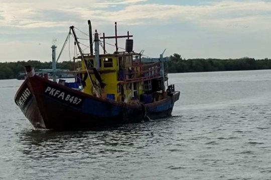 KKP sergap kapal ikan ilegal berbendera Malaysia di Selat Malaka