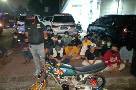 Polres Jakarta Barat ciduk 40 remaja pembalap liar di Kembangan