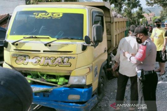 Polres Garut sebut sopir truk mengantuk tabrak pengendara motor
