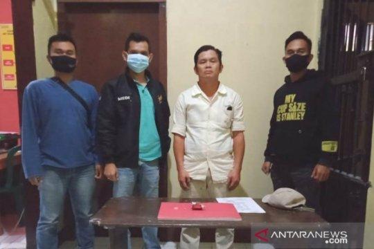 Polisi tangkap mantan anggota dewan karena membawa narkoba