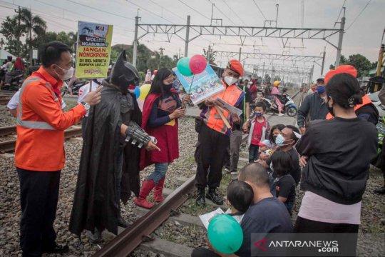 Sosialisasi bahaya ngabuburit di jalur KA