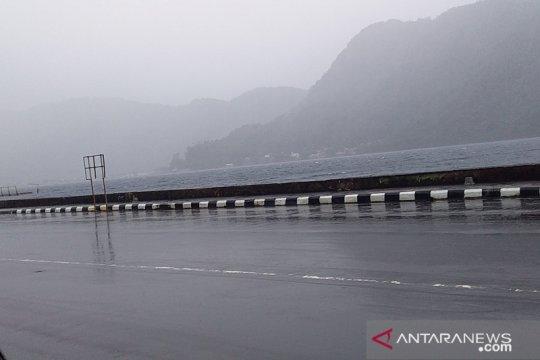Hujan disertai angin landa Sangihe, BPBD minta warga waspada