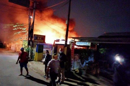 Gudang mebel di Pulo Gebang Jaktim terbakar