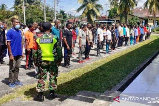 Personel Kodim Biak latih disiplin 128 pencari kerja