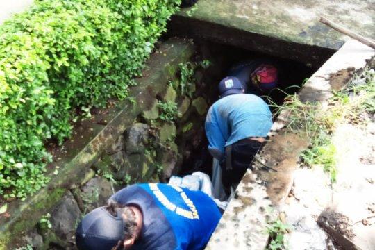 Sudin SDA Jaksel percepat pengerukan lumpur seluruh saluran air