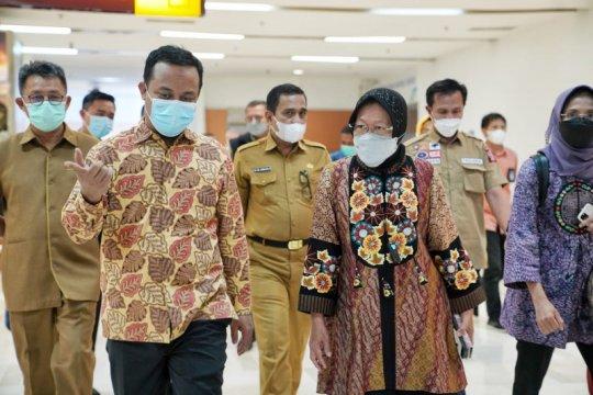 Mensos jenguk korban bom bunuh diri Makassar