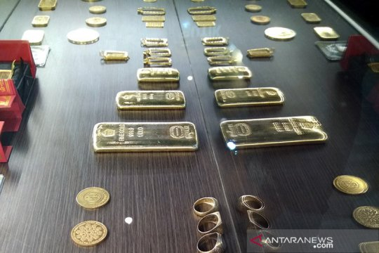 """""""Greenback"""" dan imbal hasil obligasi turun, emas melonjak 31,4 dolar"""