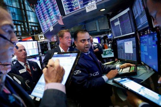 Wall Street bervariasi, laporan laba dan pertemuan Fed jadi fokus
