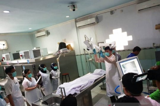 Pengurus pusat PPNI jenguk perawat korban penganiayaan di Palembang