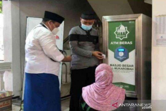 50 dhuafa Bekasi dapat kartu ATM beras gratis