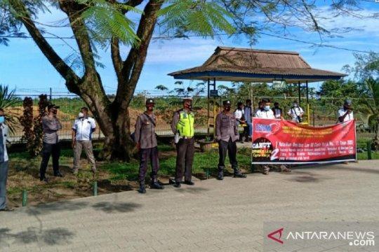 Polisi amankan aksi tolak UU Cipta Kerja di Kabupaten Mukomuko