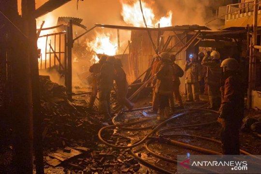 Pemadam kebakaran perlu 1,5 jam padamkan api di Jakarta Barat