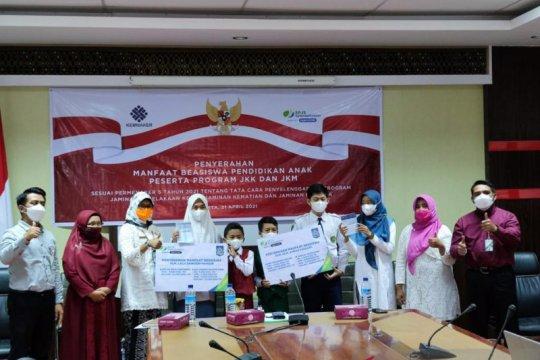 Menaker saksikan penyerahan beasiswa BPJAMSOSTEK untuk 127 anak NTB