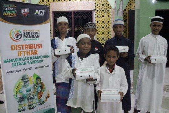 ACT-MRI Maluku berbagi takjil gratis di Kota Ambon