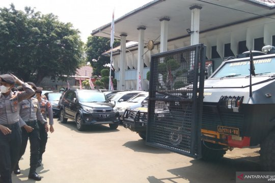 Puluhan polisi dikerahkan amankan unjuk rasa di PN Jaksel