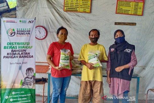 Lewat BWG, ACT Solo salurkan ribuan kilo beras di awal Ramadhan 1422 H
