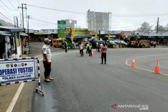 Jalur tikus dan jalur alternatif di Cianjur dijaga ketat